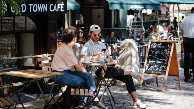 女性との距離を縮める鉄板の会話テク3つ