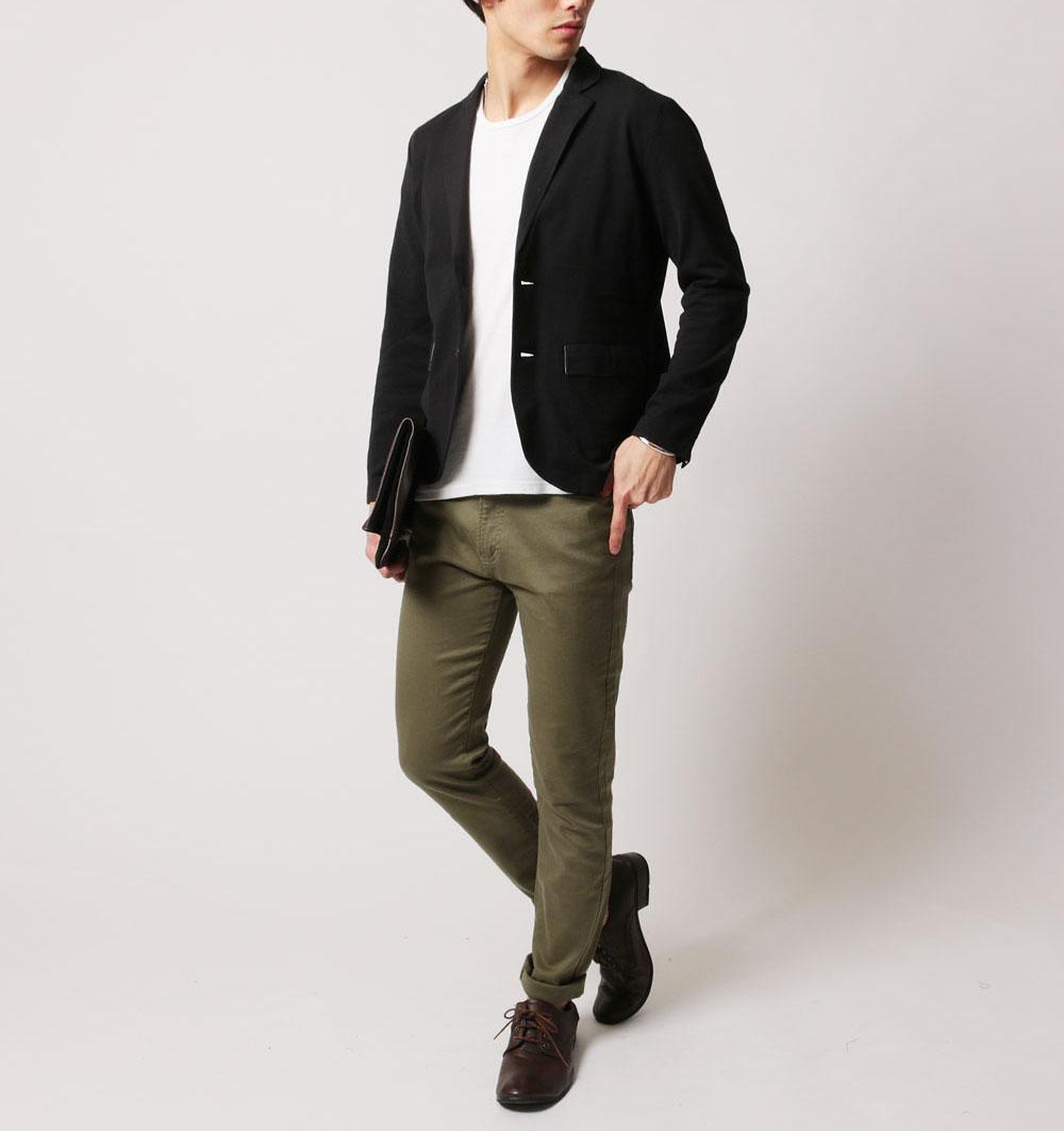 シンプルなジャケットスタイルの画像